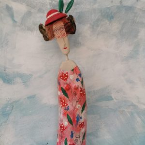 lm lady in veiled hat